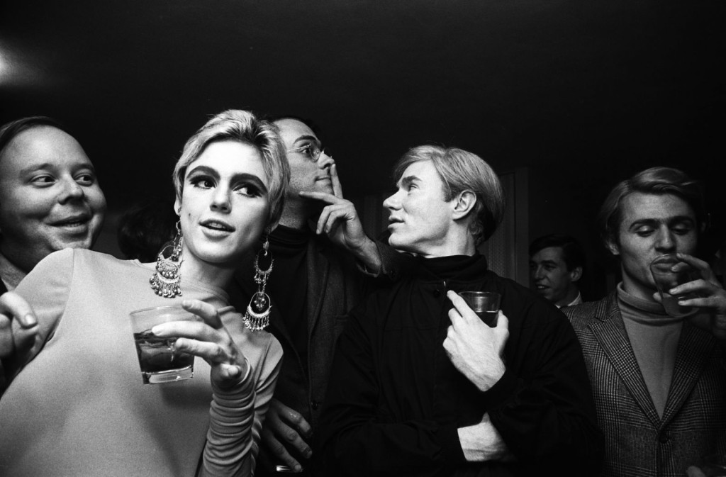 01 Foto Steve Schapiro, Andy Warhol, Edie Sedgwick and Entourage, New York, 1965, collectie Hugo and Carla Brown