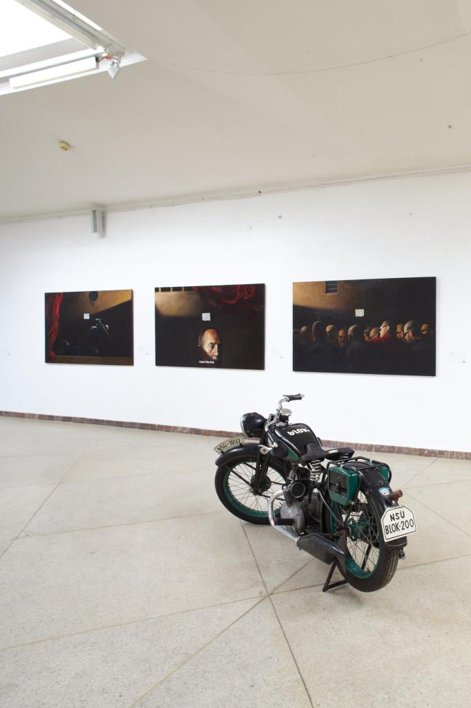 Вид экспозиции проекта Лувр Владимира Костырко и Евгения Равского, Львов, 2013