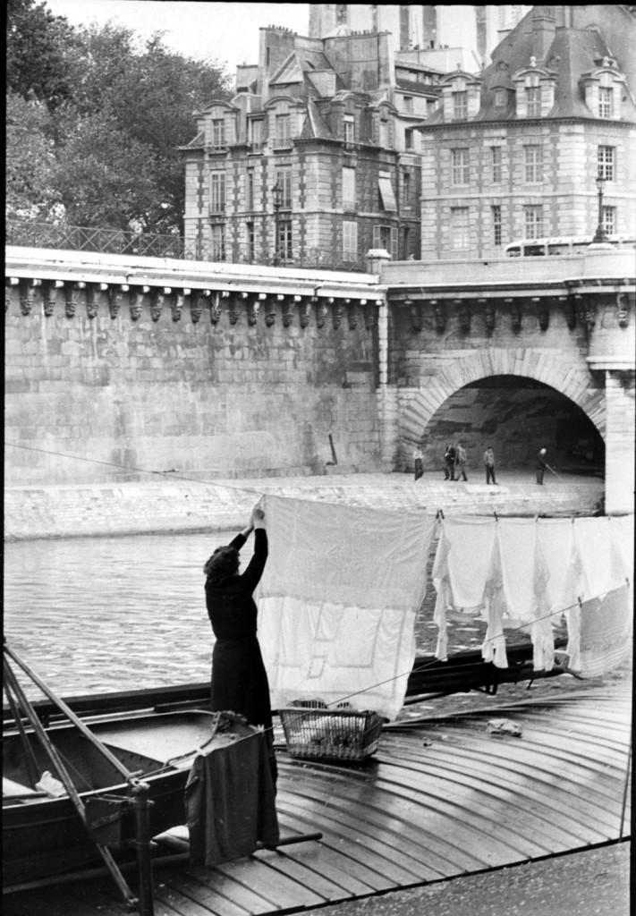 Henri-Cartier-Bresson-10-Le-Pont-Neuf-Paris