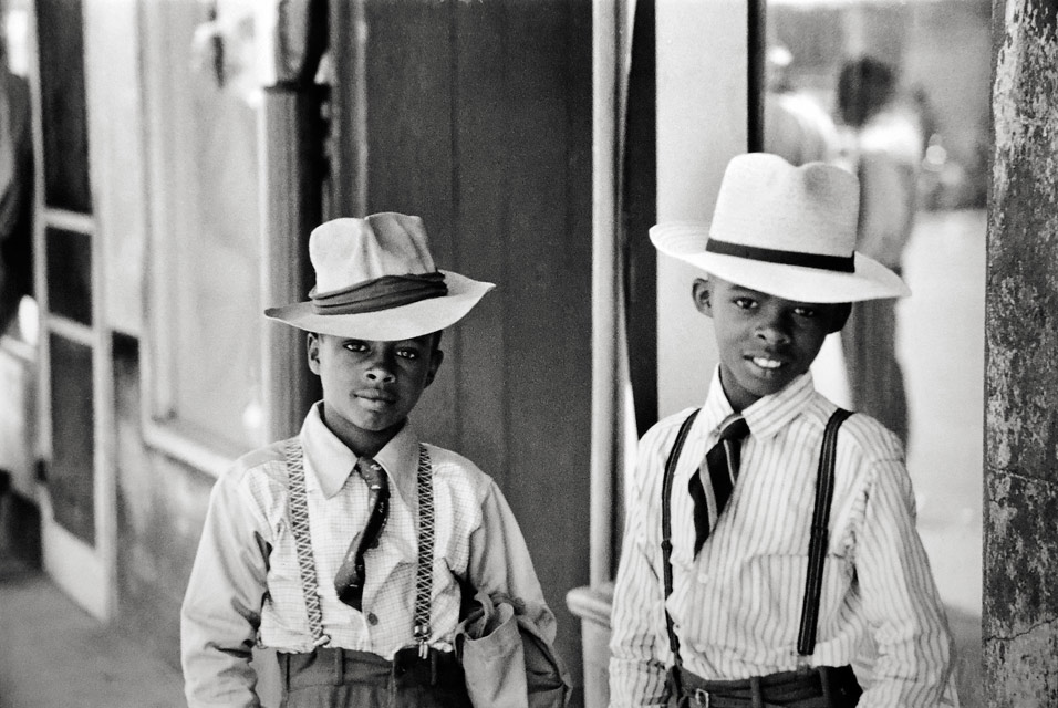 Henri-Cartier-Bresson-Natchez-Mississippi.-Photograph-1947.-Peter-Fetterman-Gallery