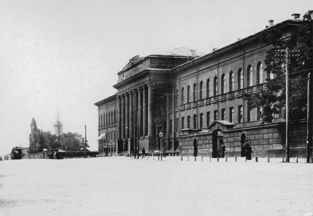 1900-е-годы-Университет-Шевченко-красный-корпус