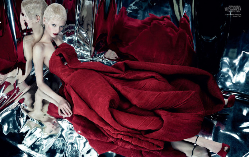 Daria-Strokous-by-Emma-Summerton-for-Vogue-China-Collections-armani-prive