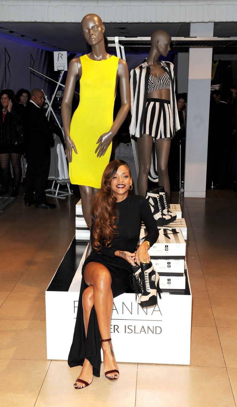 Rihanna-River-Island-Store-Launch-in-London-Pictures-rihanna-33836333-1600-2750