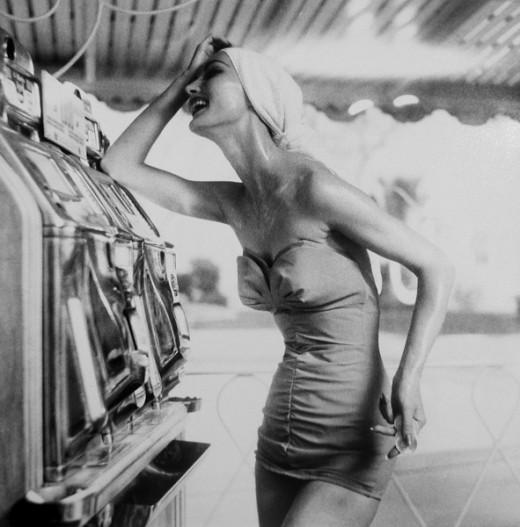 Lillian-Bassman-Evelyn-Tripp-Harper's-Bazaar-Las-Vegas-1958--e1329222674739