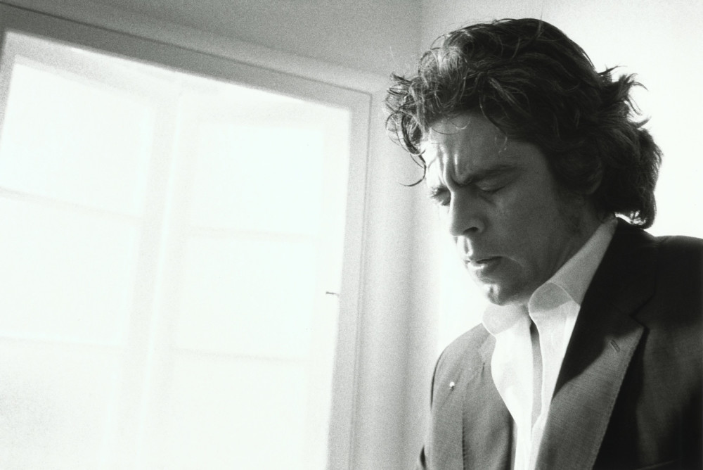 crying_men_benicio_del_toro_2002_2004-1440x962