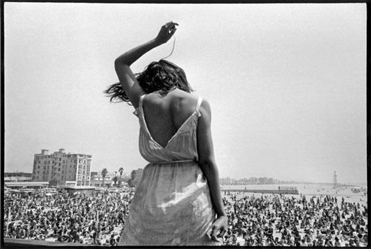 Eve_Arnold_Venice_Beach_Rock_Festival_1968