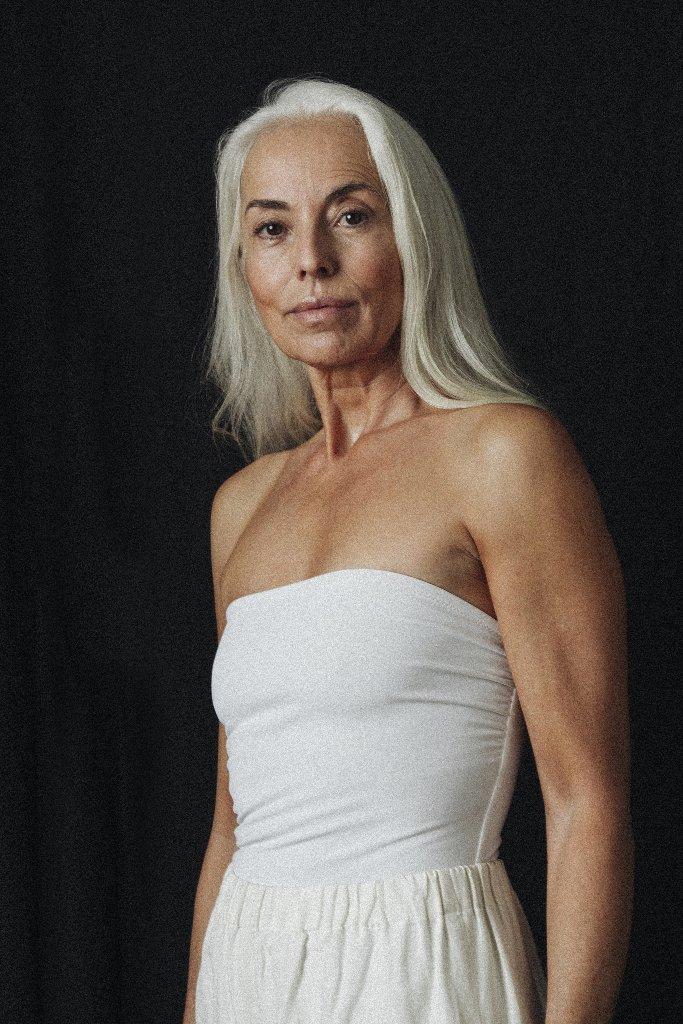 Шестидесятилетняя модель в рекламной кампании купальников