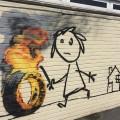 Послание Бэнкси на стене начальной школы в Бристоле
