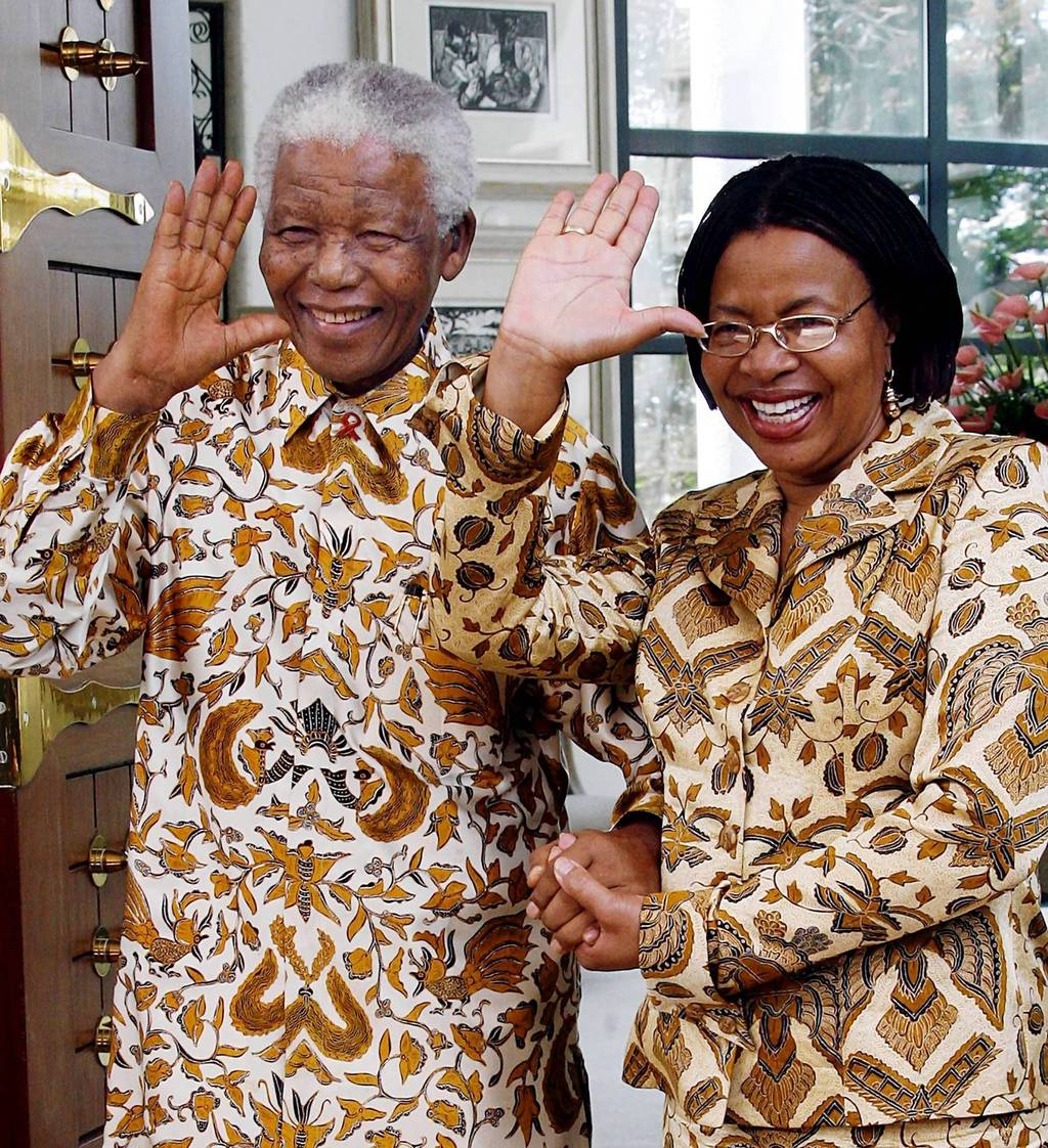 epa03978381 (FILE) A file picture dated on 04 April 2006 shows former President of South Africa Nelson Mandela (L) and his wife Graca Machel (R) wave after bidding farewell to German President Horst Koehler and his wife Eva at their home in Maputo, Mozambique. According to media reports Nelson Mandela has died aged 95, in Johannesburg, South Africa, on 05 December 2013. A former lawyer, Mandela was the first black President of South Africa voted into power after the countries first free and fair democratic elections that witnessed the end of the Apartheid system in 1994. Mandela was founding member of the ANC (African National Congress) and anti-apartheid activist who served 27 years in prison, spending many of these years on Robben Island. In South Africa, Mandela is often known as uTata Madiba, an honorary title adopted by elders of Mandela's clan. Mandela won the Nobel Peace Prize in 1993. EPA/WOLFGANG KUMM