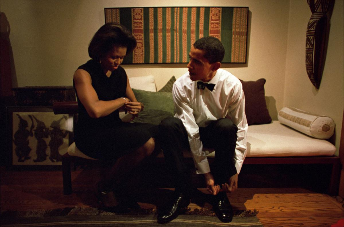 barack-obama-michelle-obama-love-story-romance-photos-04