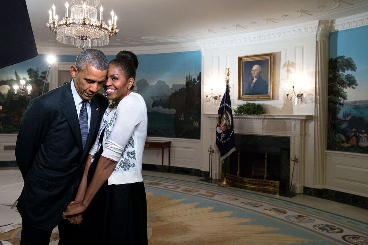 barack-obama-michelle-obama-love-story-romance-photos-26