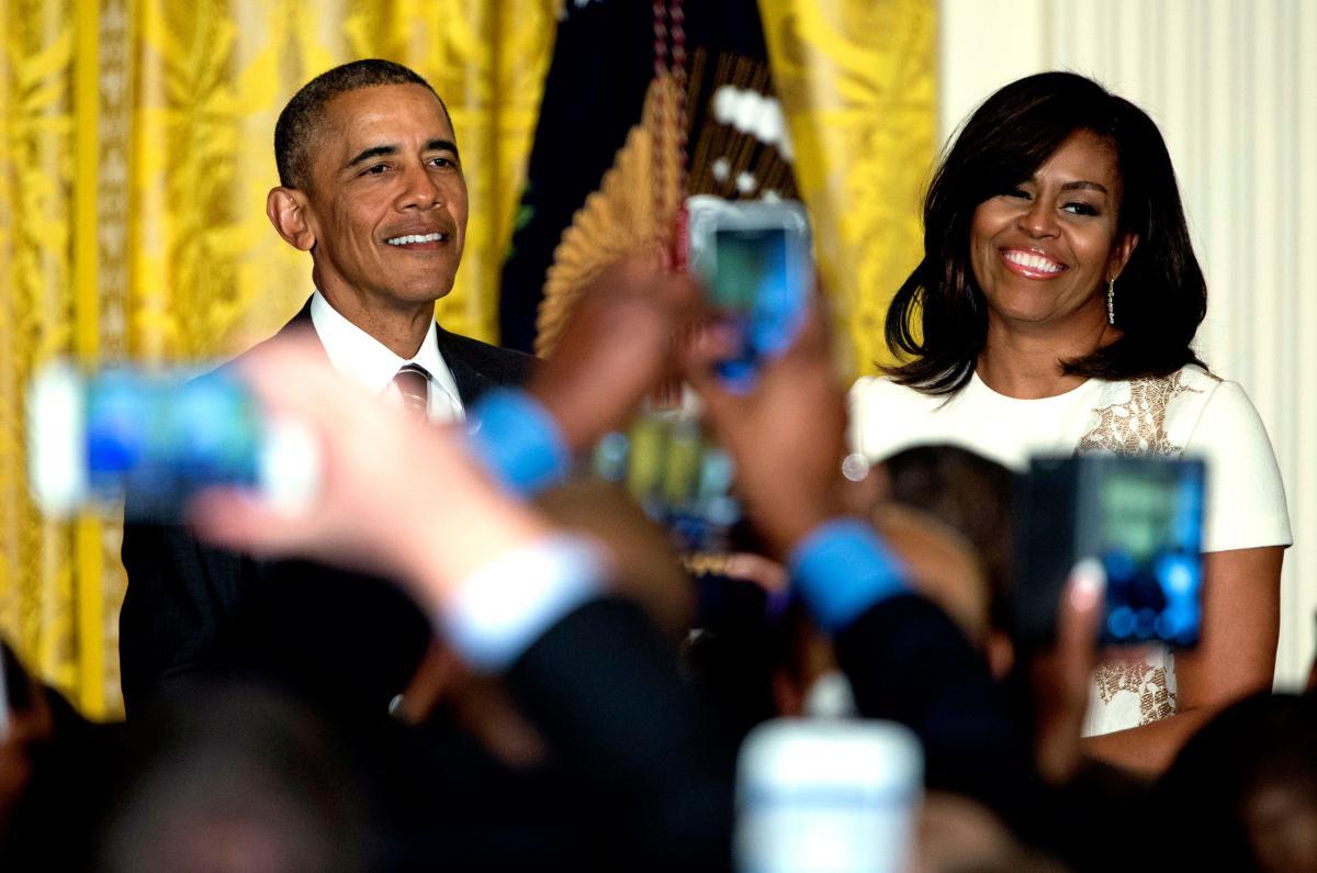 barack-obama-michelle-obama-love-story-romance-photos-29