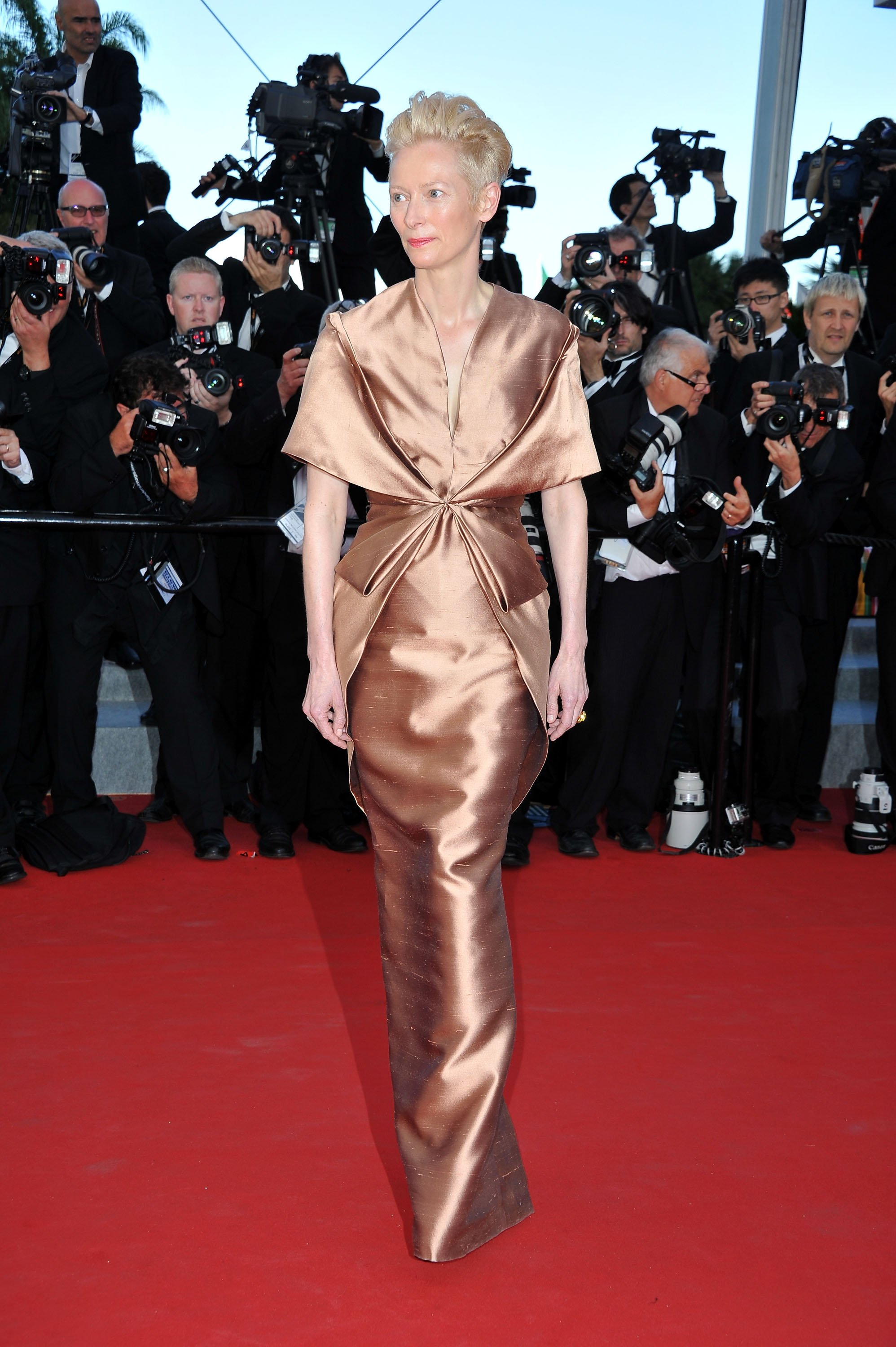 tilda-swinton-wore-copper-haider-ackermann-gown-2012-cannes