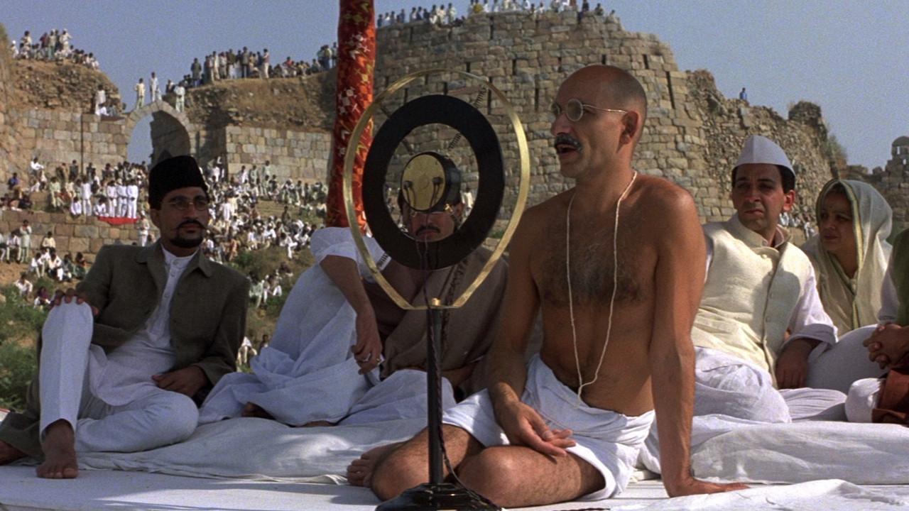 scene-from-gandhi-1982-002
