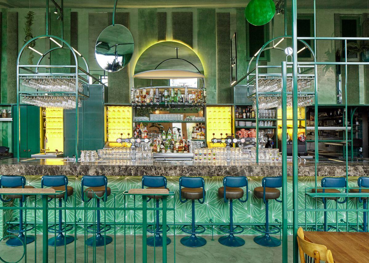 bar-botanique-cafe-tropique-bar-stools