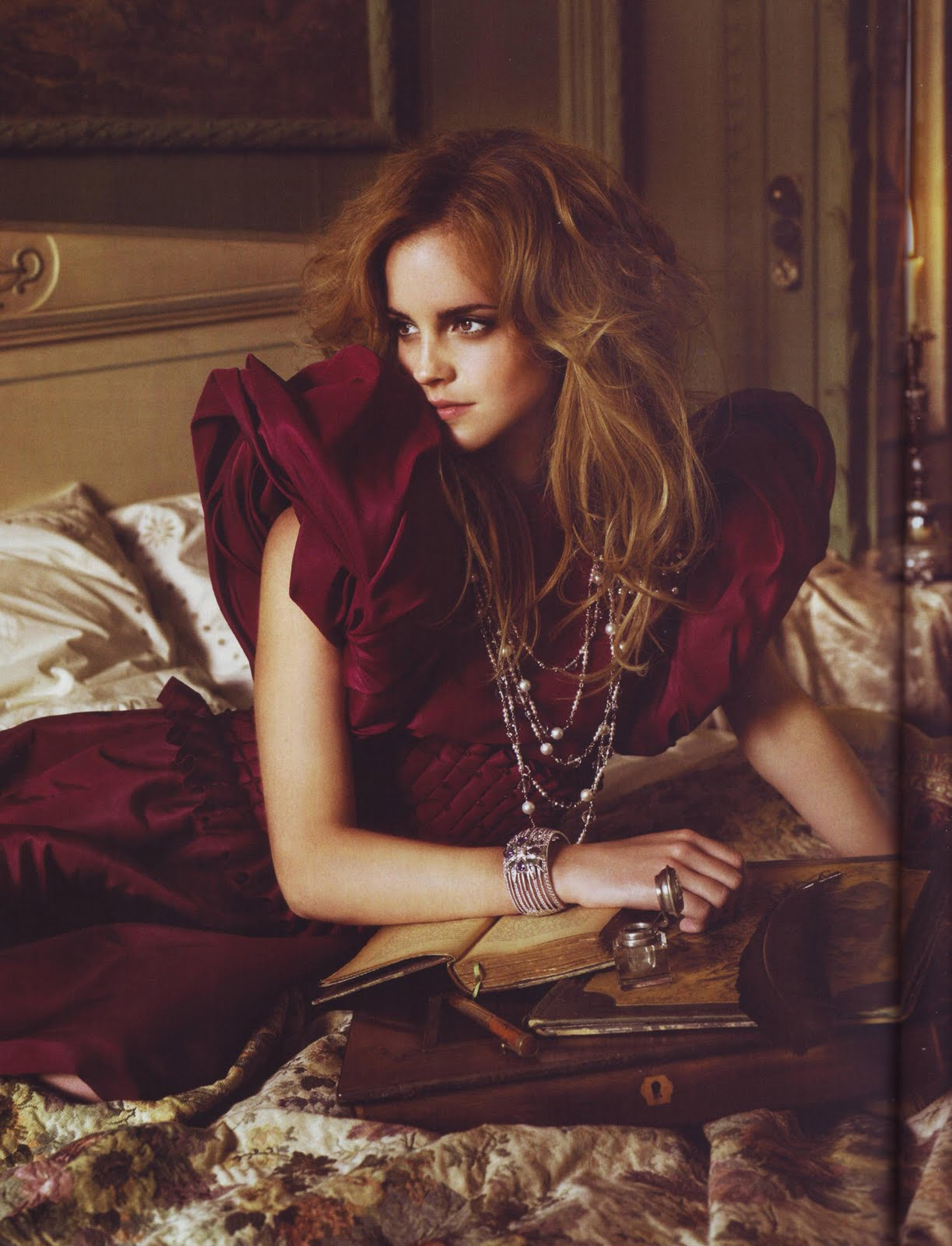 emma-watson-vogue-italia-september-2008-10-the-fashion-prophet