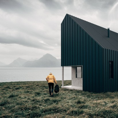 the-backcountry-hut-company-leckie-studio-architecture_dezeen_hero