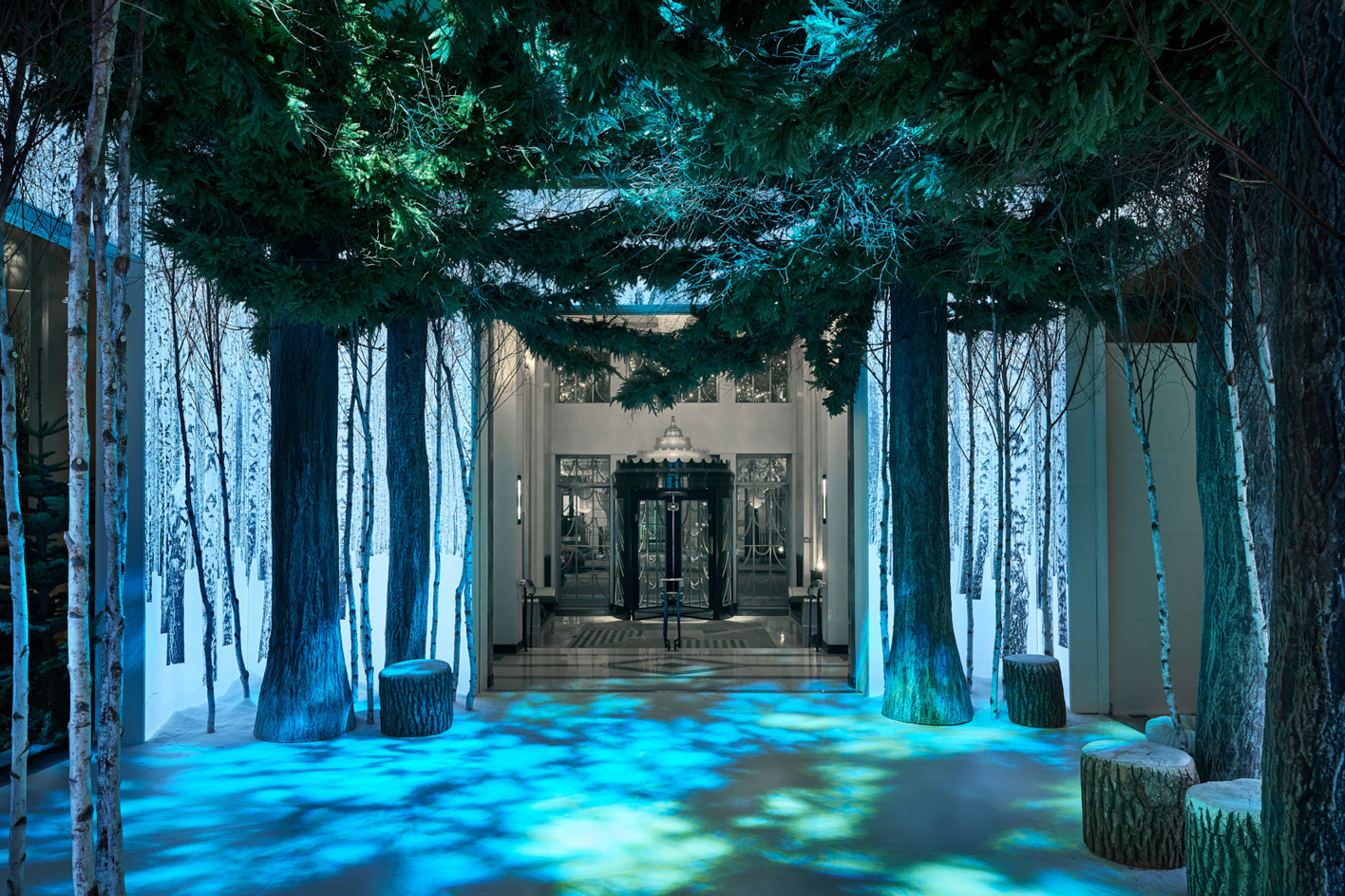 apple-jony-ive-marc-newson-christmas-installation-claridges-1