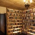 отель с книгами