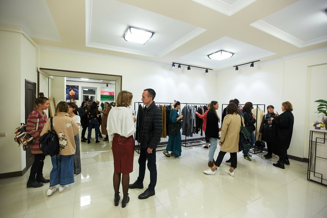 Showroom_opening_10.17-59_1101x734