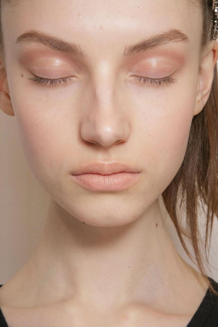 Using-pink-based-nude-lips-we-like-Rimmel-London-Moisture