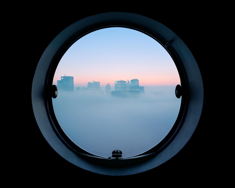 сквозь окна апартаментов