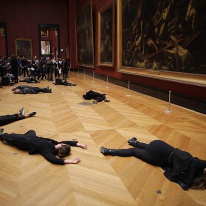 Лувр протест