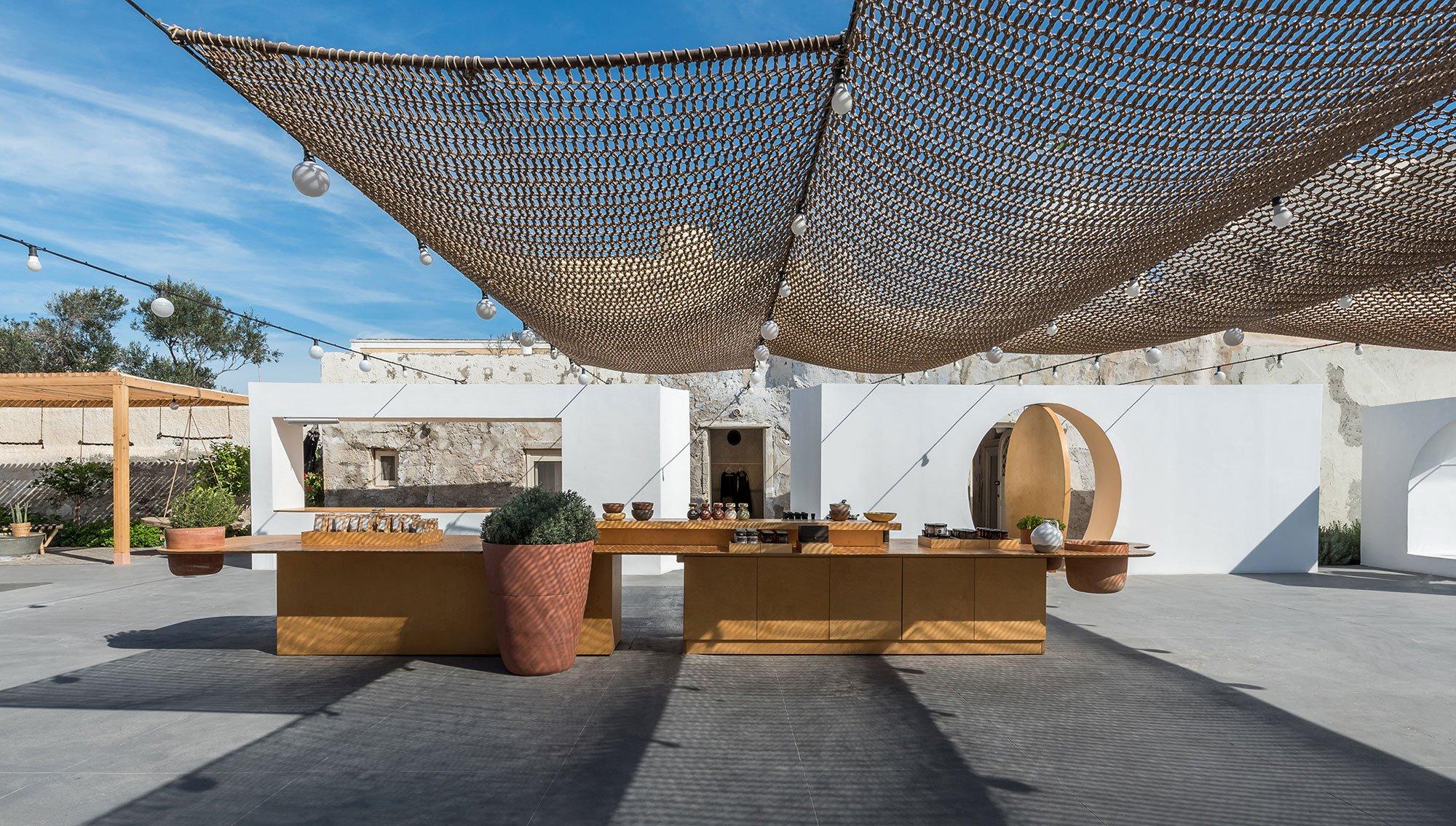 p1_open_market_in_santorini_greece_by_kapsimalis_architects_yatzer