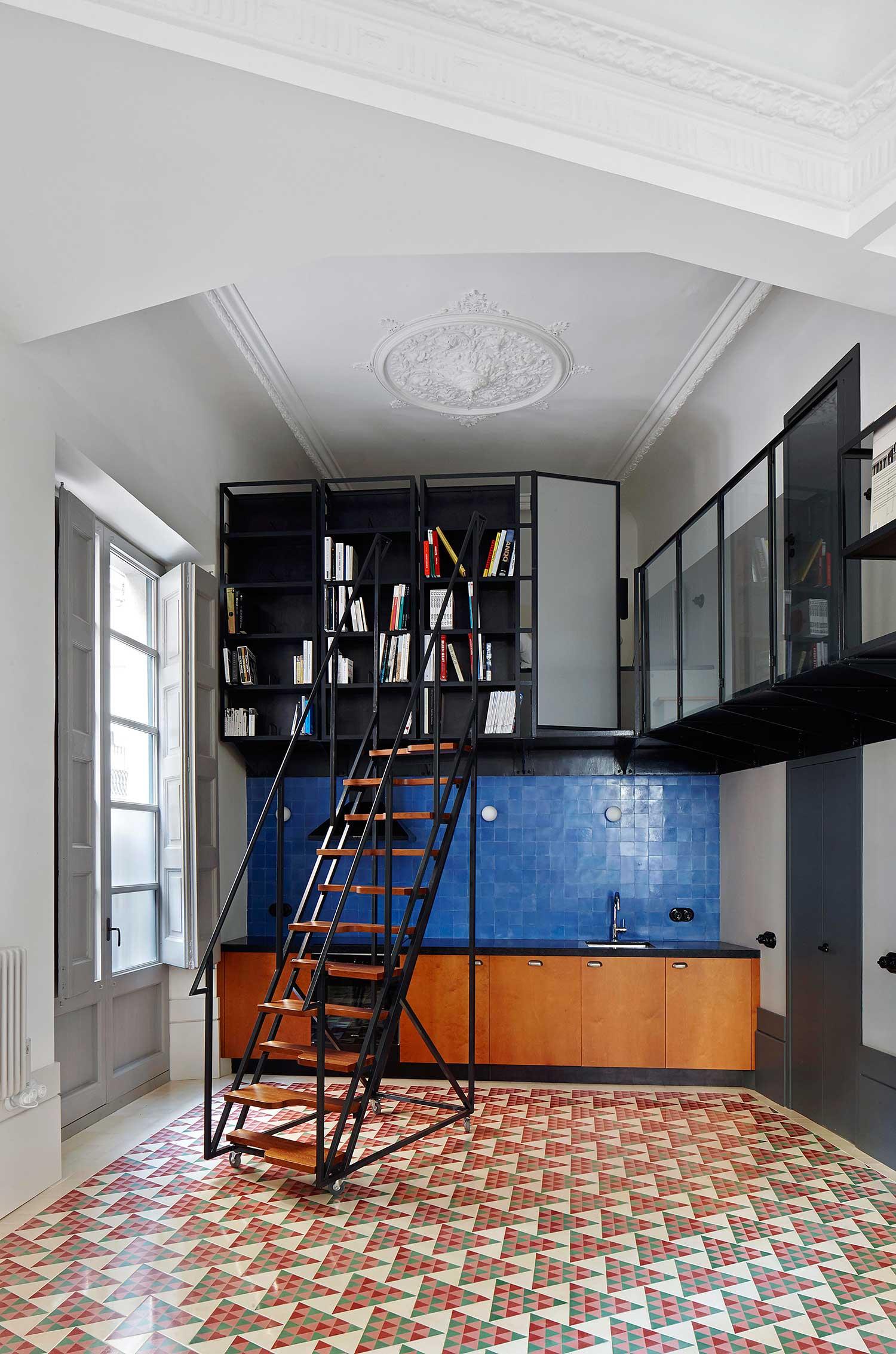 Carrer-Avinyo-Barcelona-Apartment-by-David-Kohn-Architects-Yellowtrace-03