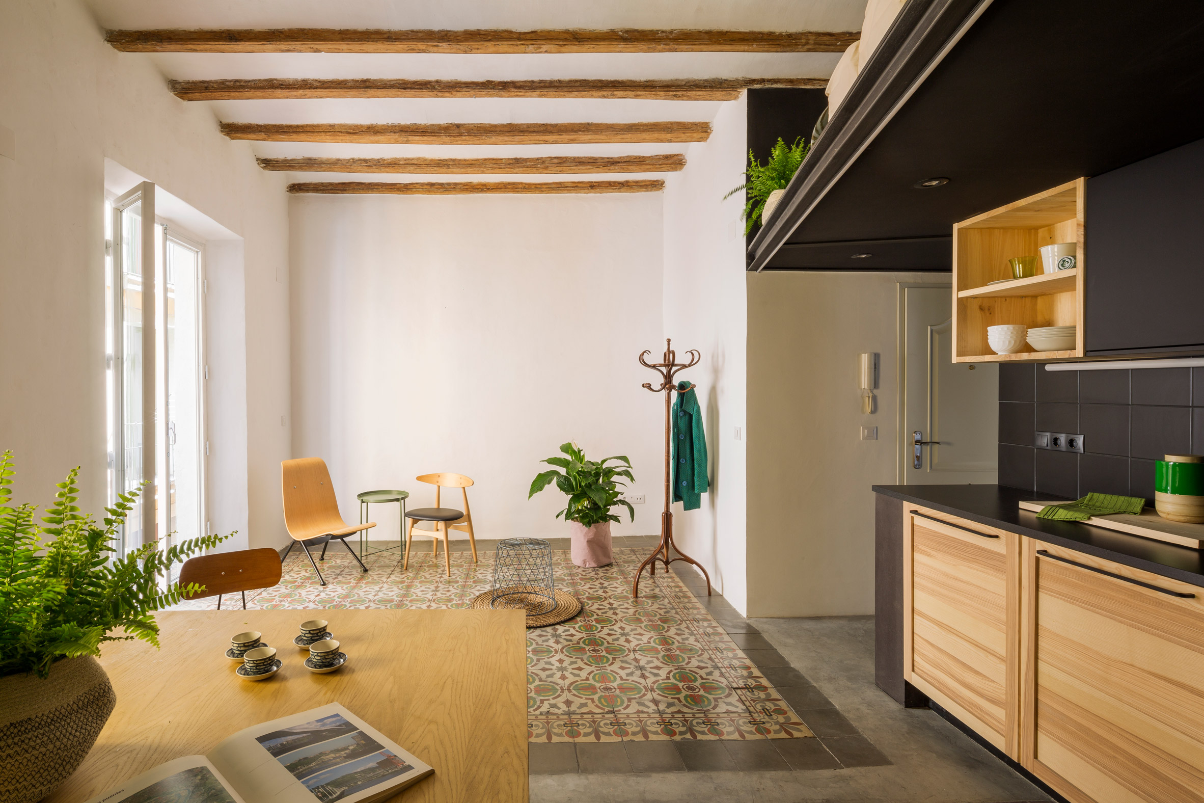 end-of-the-roc-nook-architects-interiors-apartments-spain-barcelona_dezeen_2364_col_2