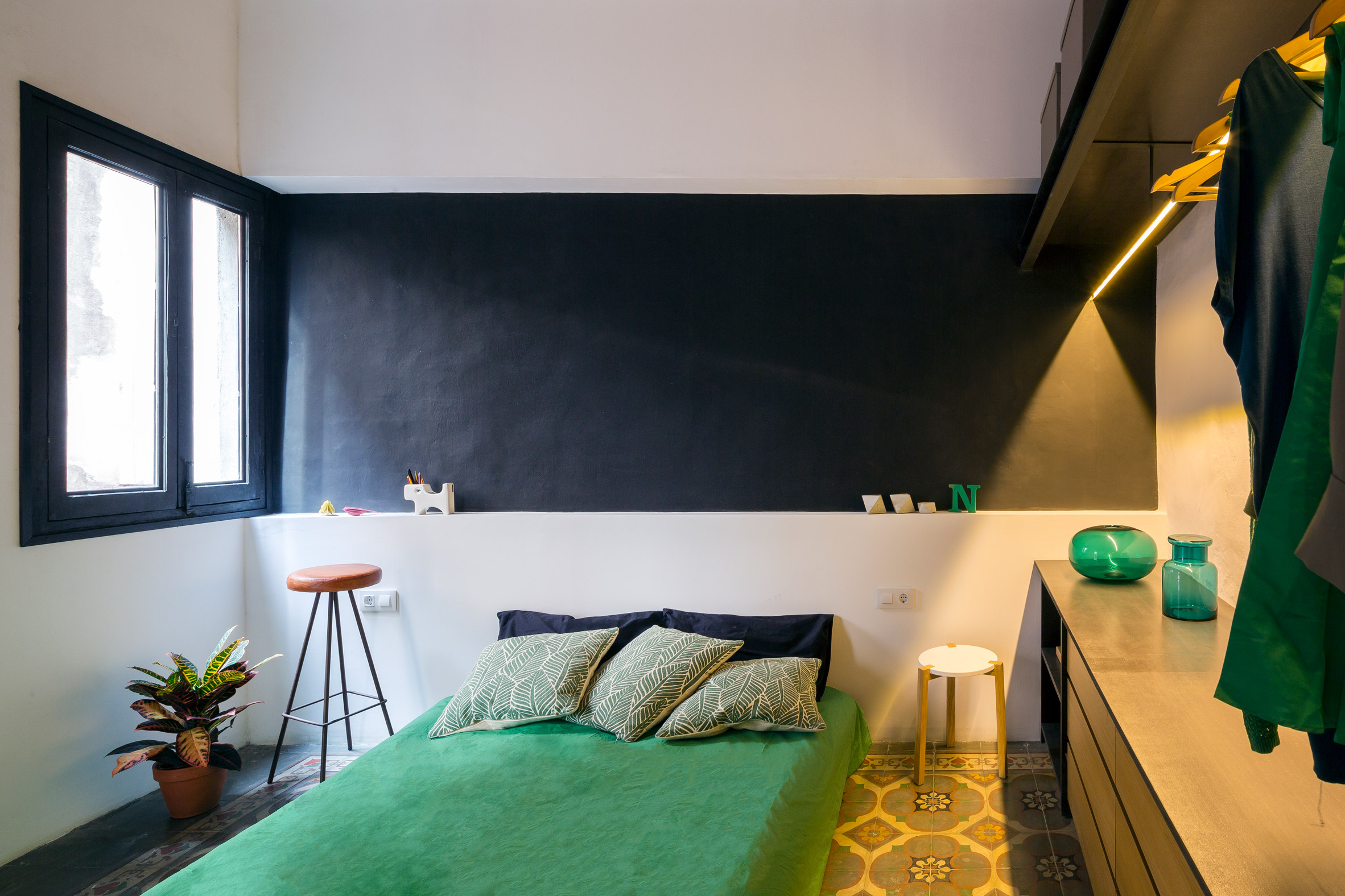 end-of-the-roc-nook-architects-interiors-apartments-spain-barcelona_dezeen_2364_col_6