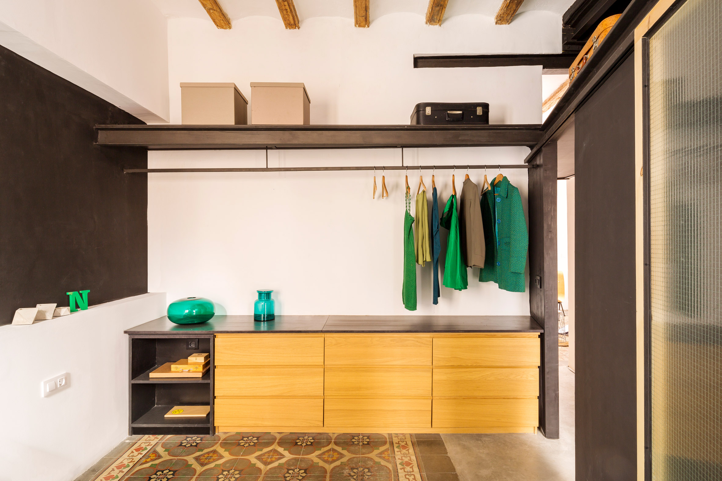 end-of-the-roc-nook-architects-interiors-apartments-spain-barcelona_dezeen_2364_col_7 (1)