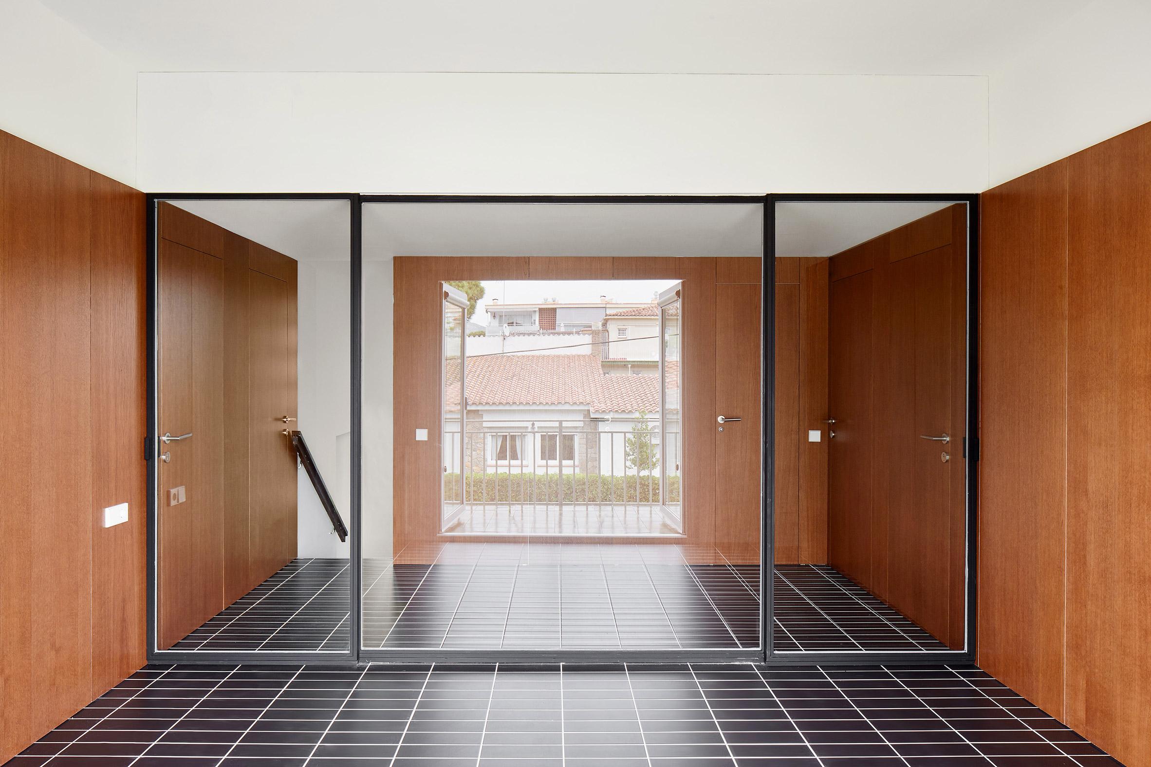 house-106-raul-sanchez-interiors_dezeen_2364_col_10