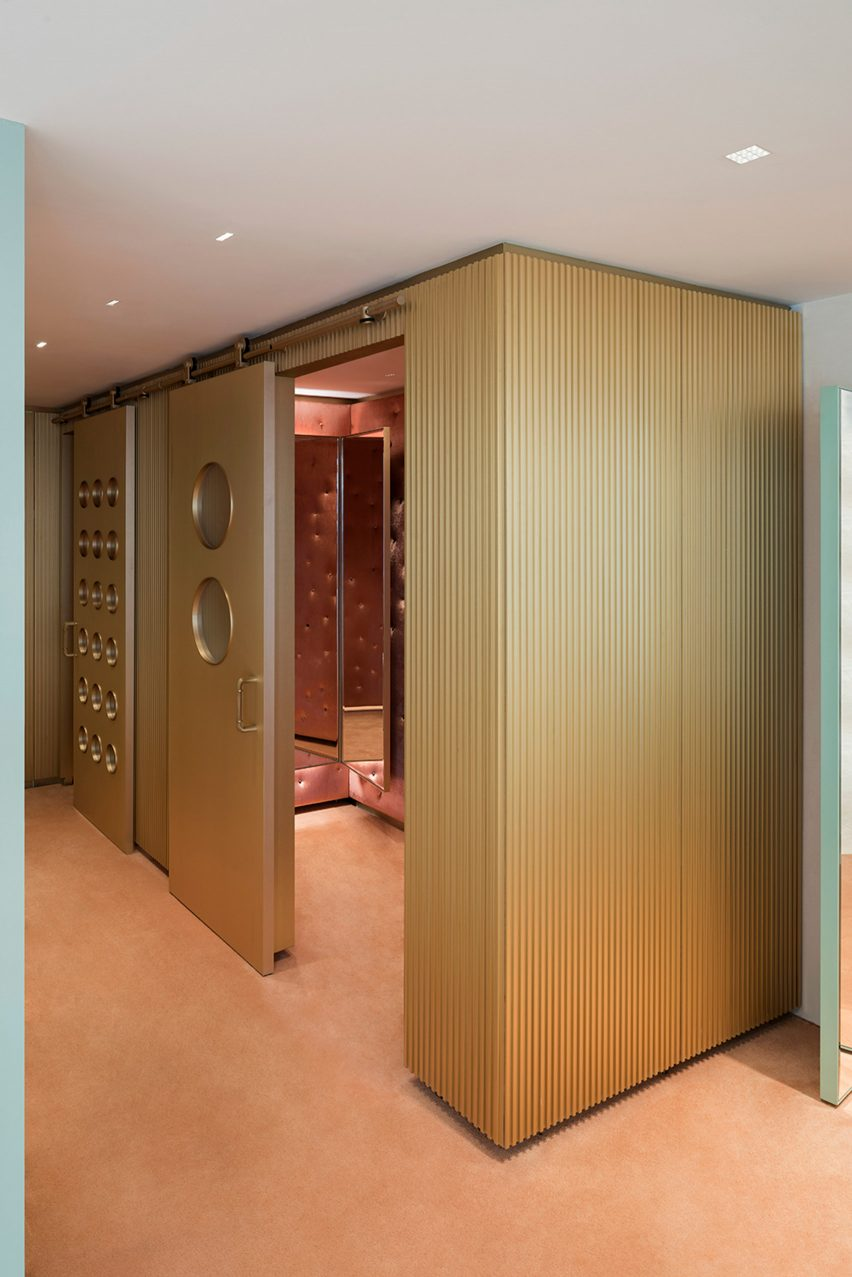 forte-forte-store-robert-vattilana-interiors-retail-shops-italy-milan_dezeen_1704_col_4-852x1277