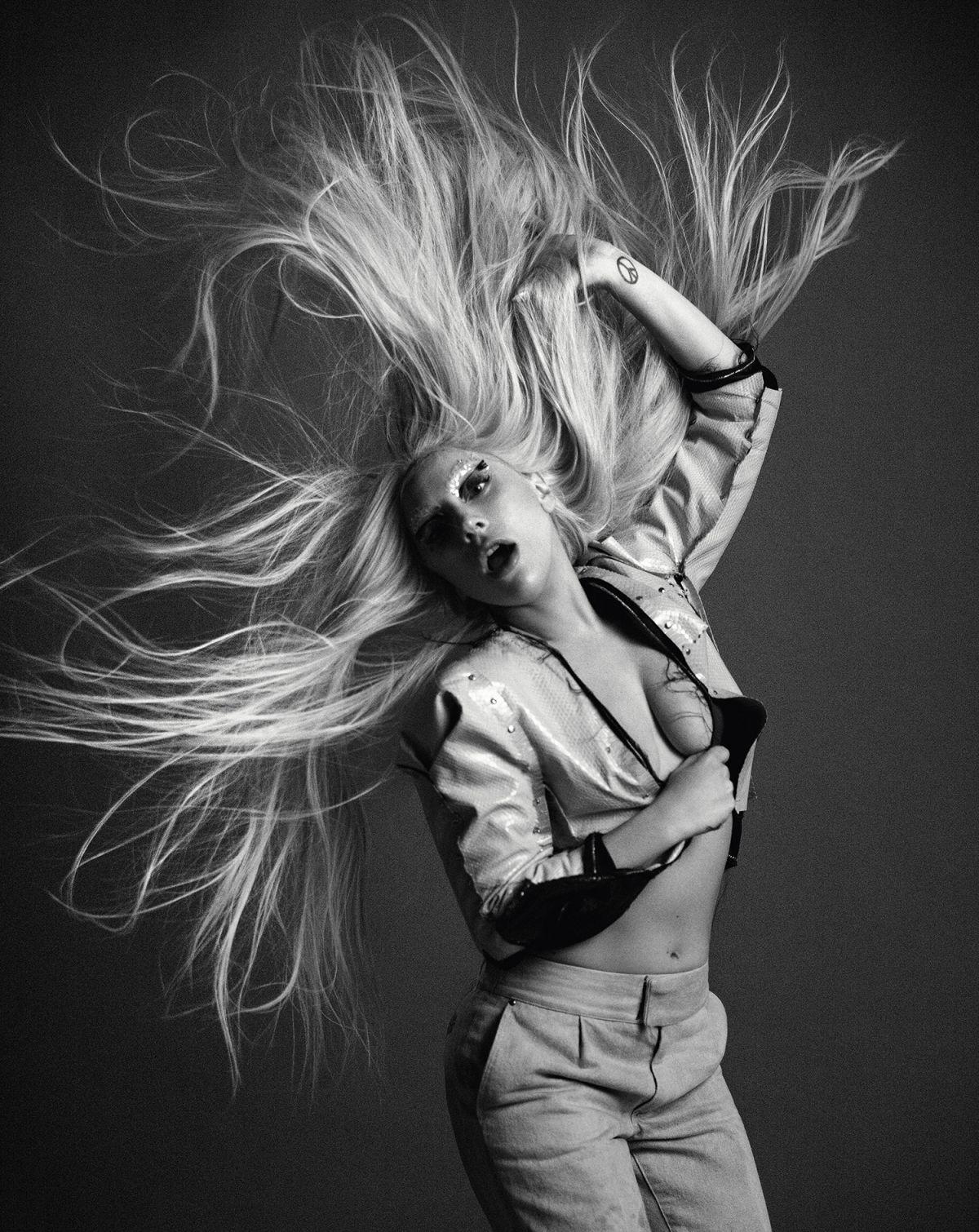 lady-gaga-at-inez-and-vinoodh-photoshoot-for-billboard-december-2015_5