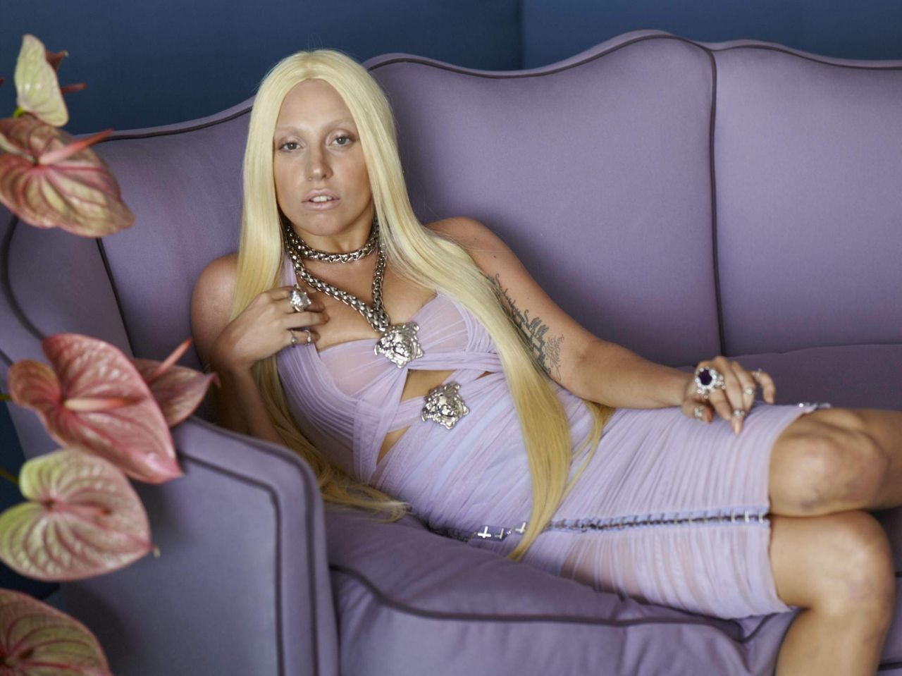 lady-gaga-photoshoot-for-versacefull-2014_4