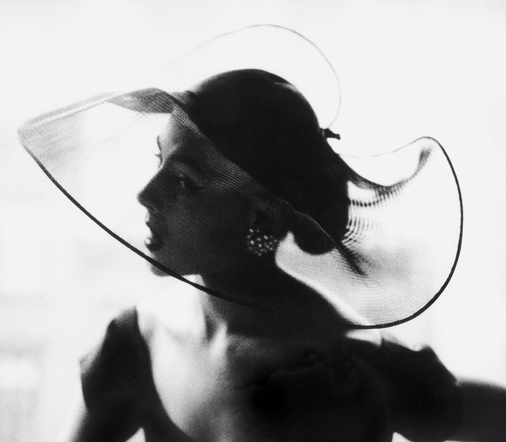 Amazing Black and White Fashion Photography by Lillian Bassman in the 1950s (7)