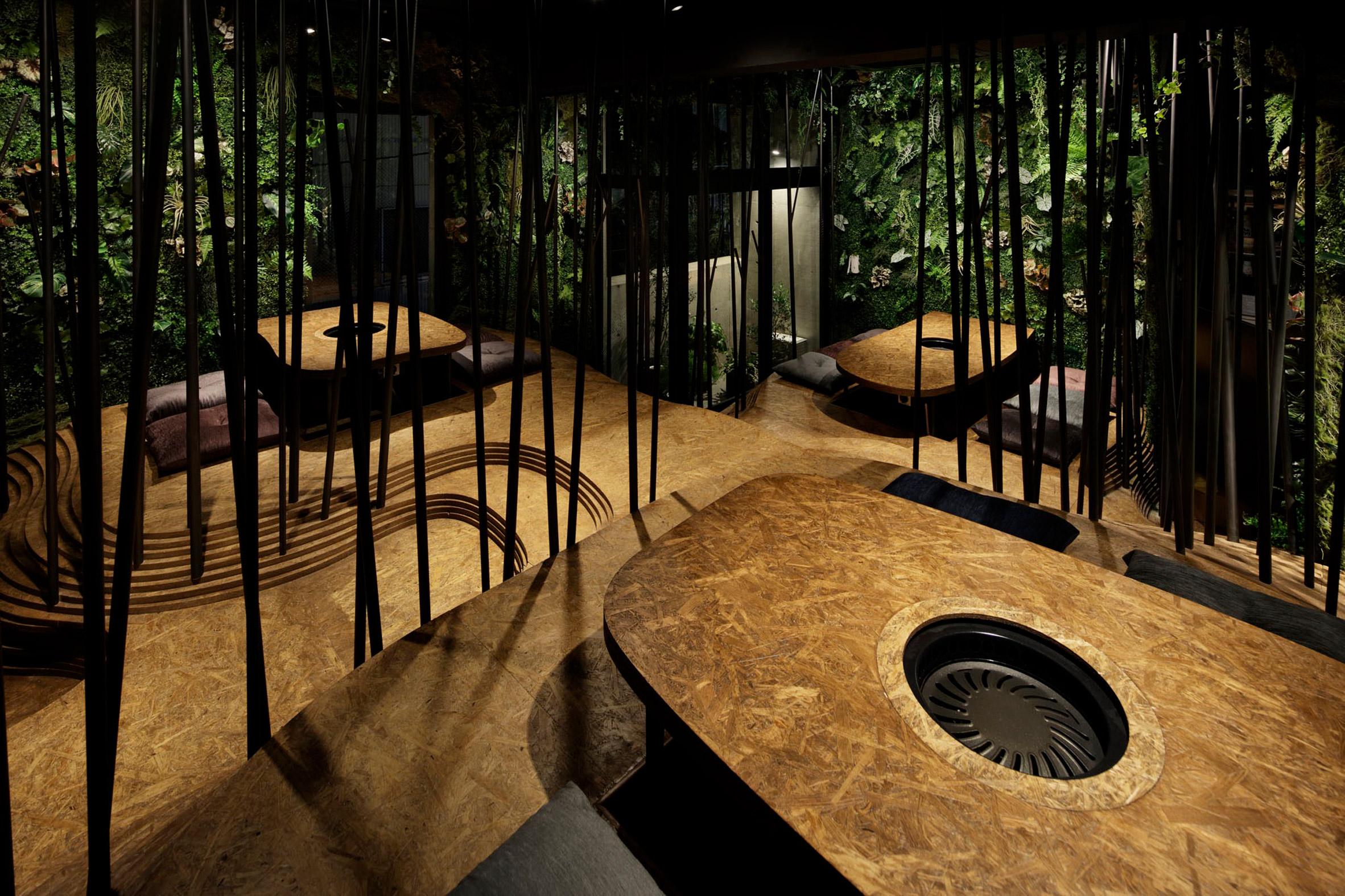 nikunotoriko-restaurant-interiors-tokyo-ryoji-Iedokoro-japan_dezeen_2364_col_15