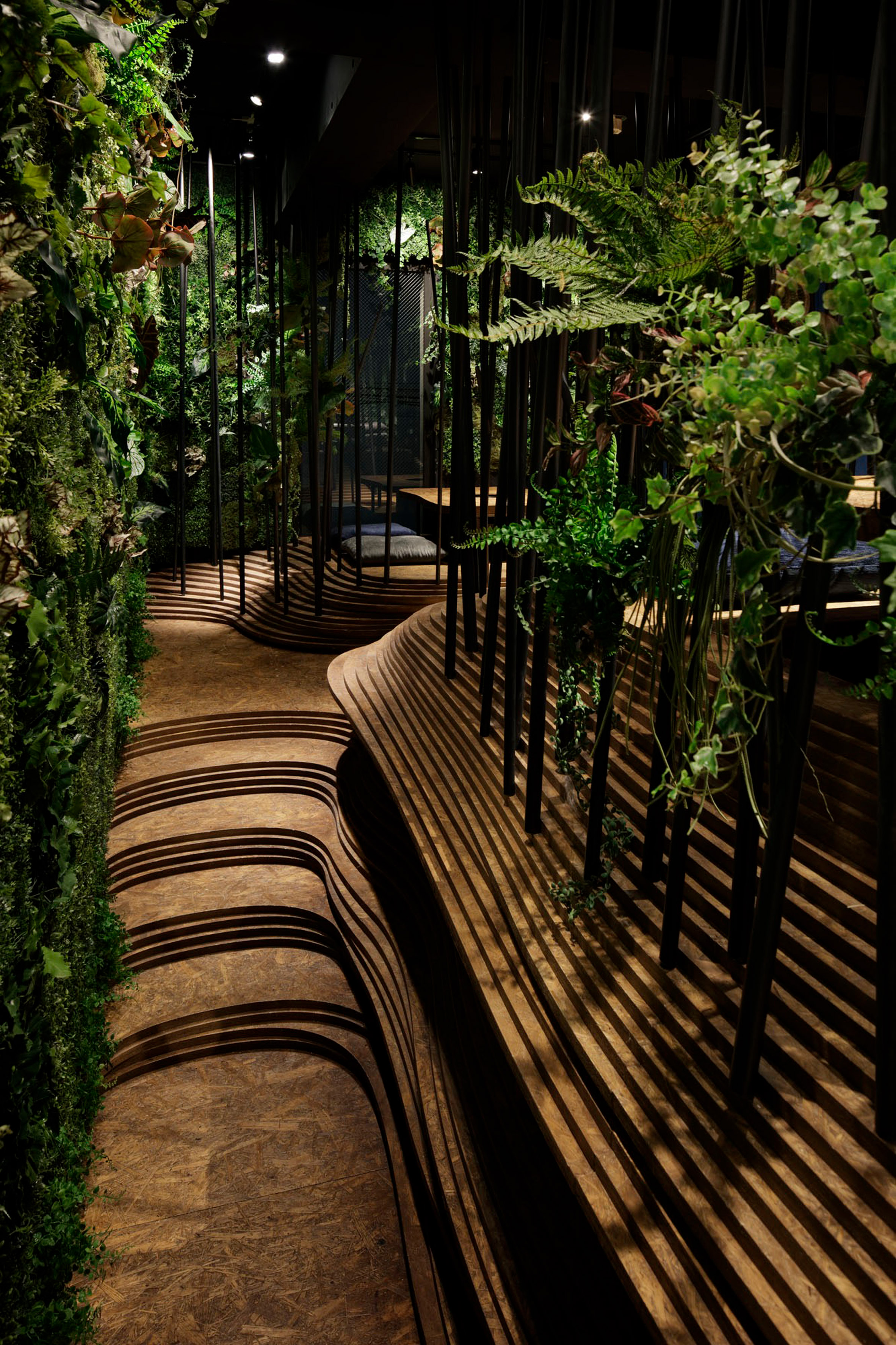 nikunotoriko-restaurant-interiors-tokyo-ryoji-Iedokoro-japan_dezeen_2364_col_7