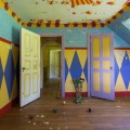 Circus-Familys-Crazy-Abandoned-Mansion-5d3078b769381__880