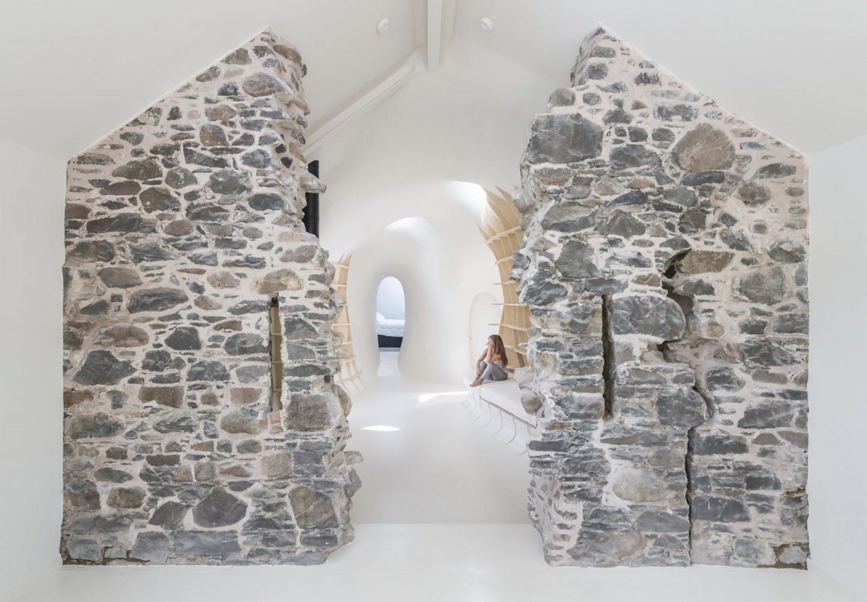 18th-century-ruins-transform-into-a-futuristic-home-1