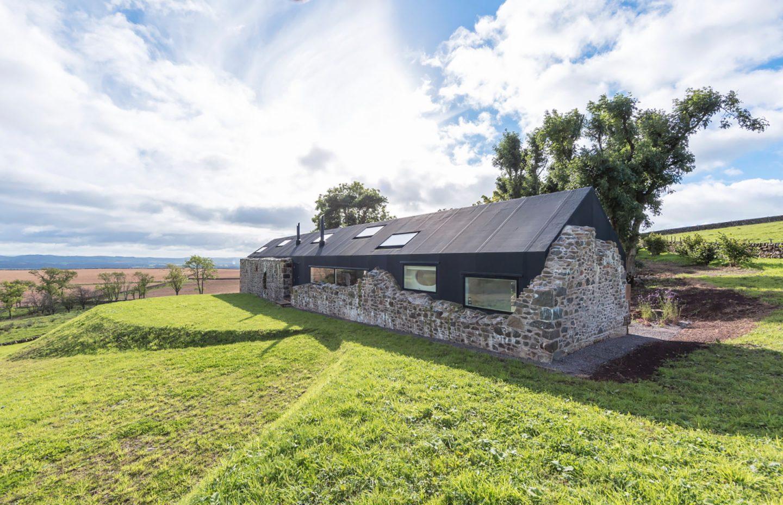 18th-century-ruins-transform-into-a-futuristic-home-14