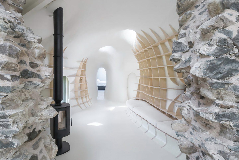 18th-century-ruins-transform-into-a-futuristic-home-3