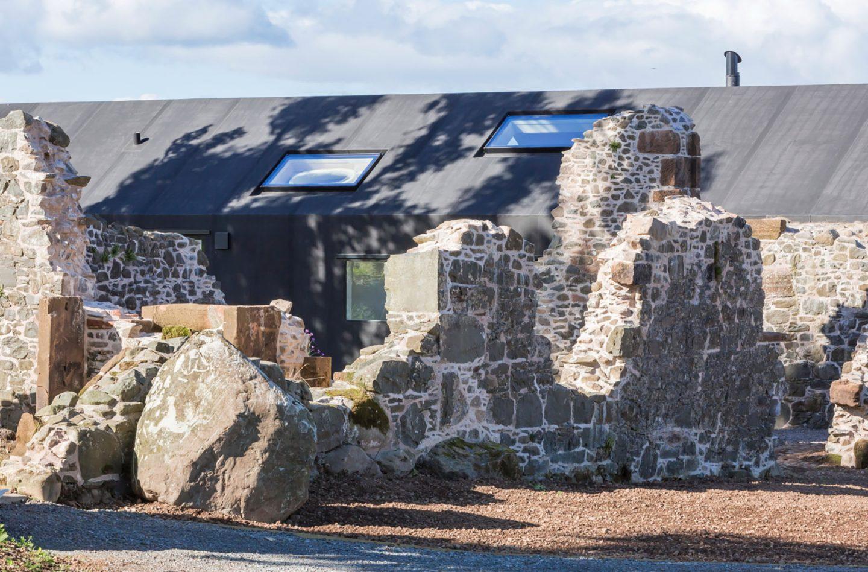 18th-century-ruins-transform-into-a-futuristic-home-7