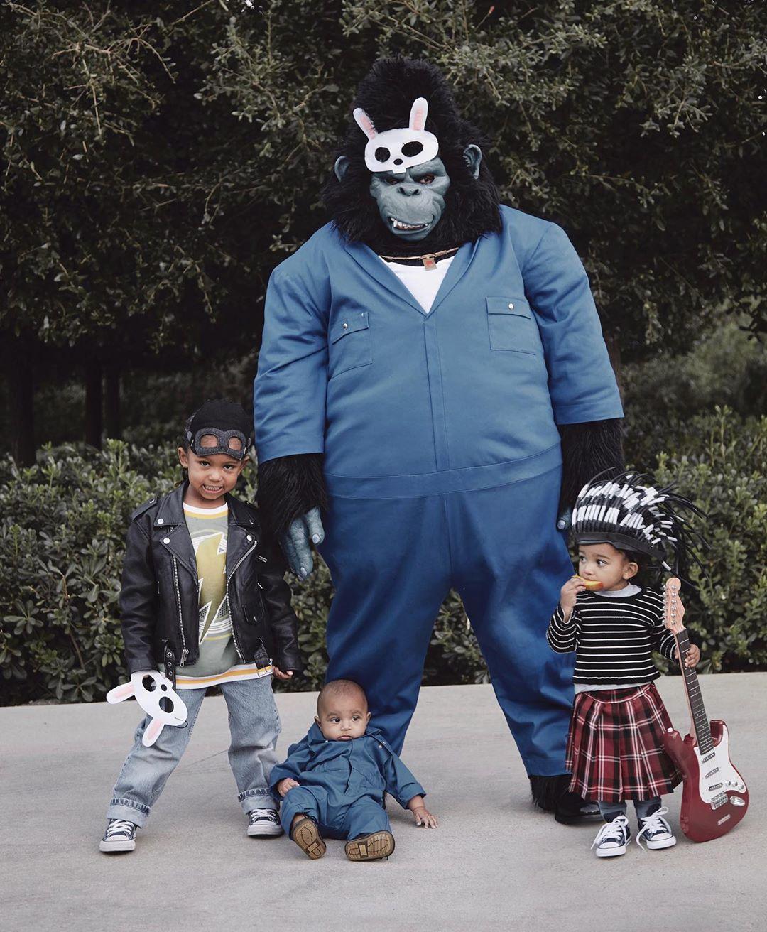 Канье с детьми