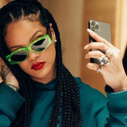 Рианна очки